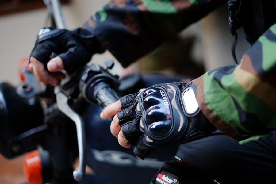 găng tay bảo hộ xe máy